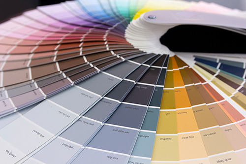 Ein Farbfaecher zum Farben waehlen fuer grafische Gestaltung und Druck